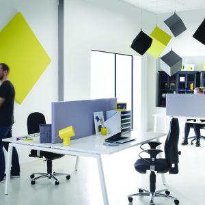 Akustiktrennwände Schreibtisch, bunte, hängende Akustikwürfel